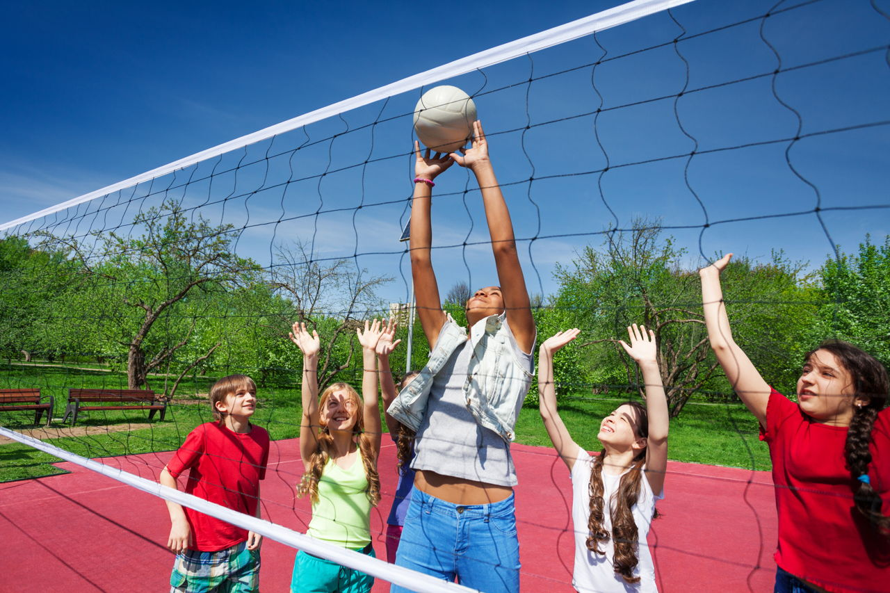 1280-480113252-girls-playing-volleyball